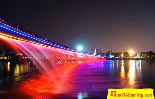 Cầu Ánh Sao, Hồ Bán Nguyệt Quận 7