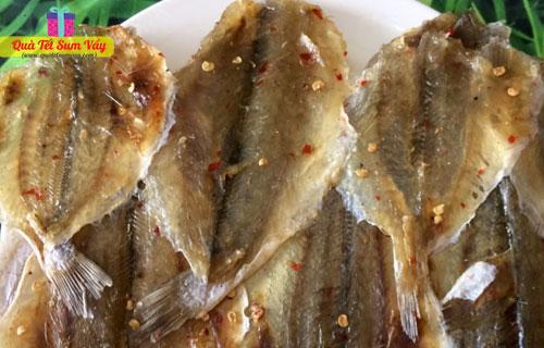 Khô cá đù tẩm ớt xẻ