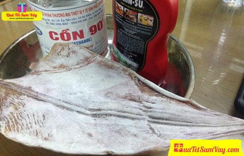 Khô mực nướng cồn có độc hại không?